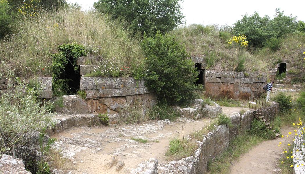 ceveteri - Die etruskischen Rundgräber in Ceveteri waren für die Kaiser Augustus und Hadrian Vorbild für ihre eigenen Grabmäler.