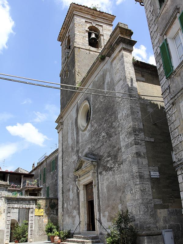 Die romanische Kirche San Niccolo in der Ortsmitte.