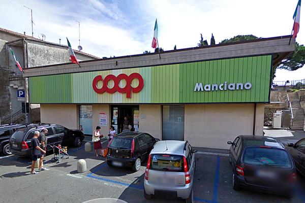 Der kleine aber beliebte Supermarkt Coop, in der Via Antionia Gramsci.