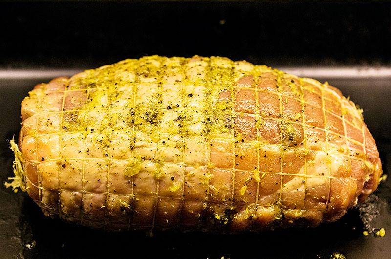 So sieht der Braten danach aus. Ab in den Ofen!