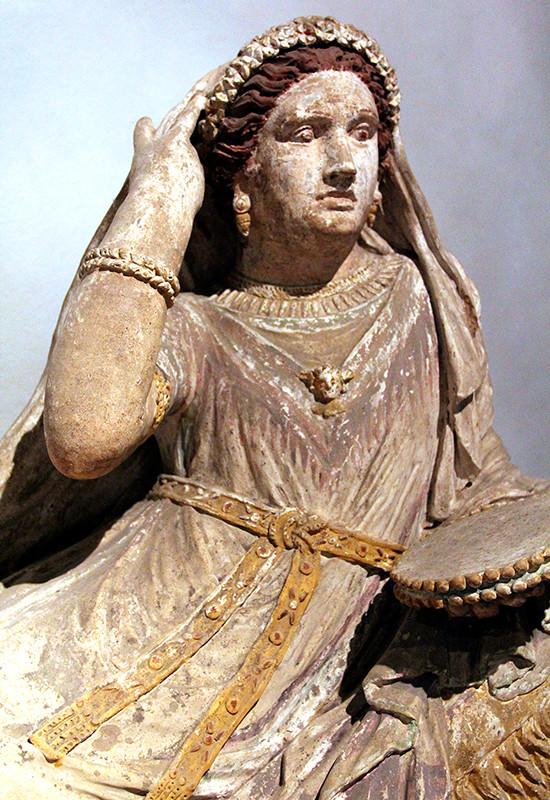 Farbig bemalter Sarg der Letitia Saeianti, aus Chiusi, 3. Jhd. v. Chr.
