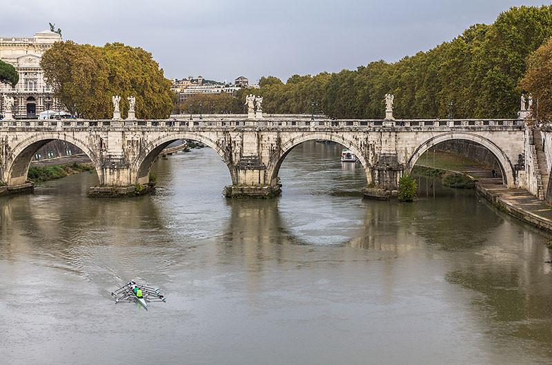 Die drei zentralen Bögen der Brücke sind Originale aus der Antike. Im 17. Jahrhundert wurden zwei weitere Bögen an den Seiten angebaut, um die Auffahrten, die zur Brücke führen zu ersetzen. Die Brücke wurde im 19. Jahrhundert weiter umgebaut, als die Eindämmung des Tibers angelegt wurde, um die Stadt vor Hochwasser zu schützen. Heute ist die Brücke eine Fußgängerzone.