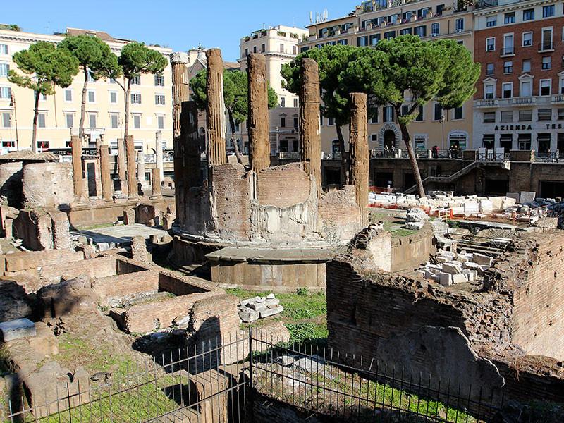 Die Rückseite des Rundtempels der Fortuna. Die Säulen wurden später vermauert.