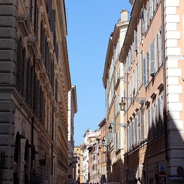 Die Via dei Cestari führt vom Largo Argentina direkt zum Pantheon.