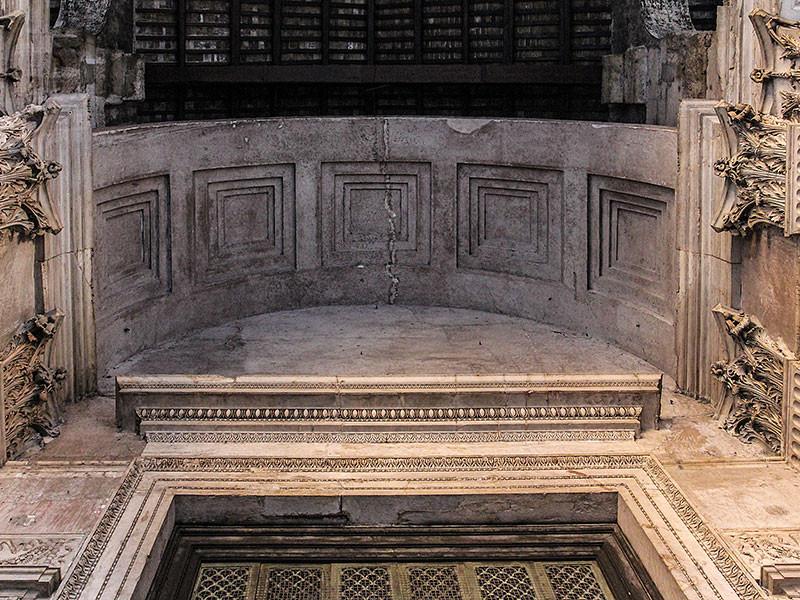 Der Blick nach oben, kurz bevor wir das Pantheon betreten.