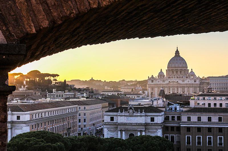 In der zweiten Ebene können wir den Blick auf den Petersdom genießen.