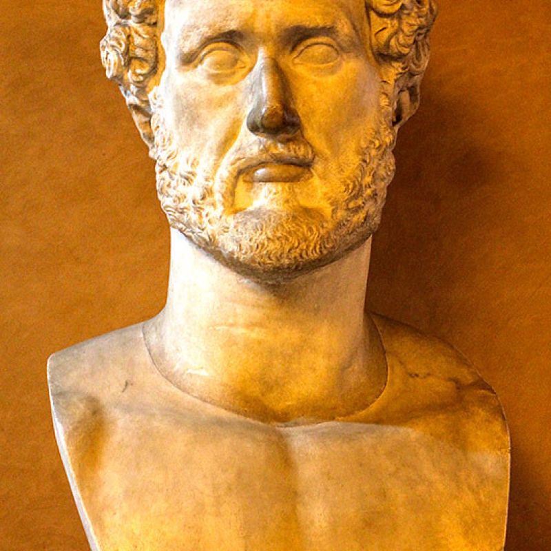 Gut erhaltene Büste von Kaiser Hadrian.