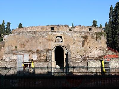 Das Augustusmausoleum in Rom ist eine im Jahr 29 v. Chr. von Kaiser Augustus für sich selbst errichtete Grabstätte, in der später auch einige seiner Nachfolger, Angehörige der Familie und andere bedeutende Persönlichkeiten beigesetzt wurden.