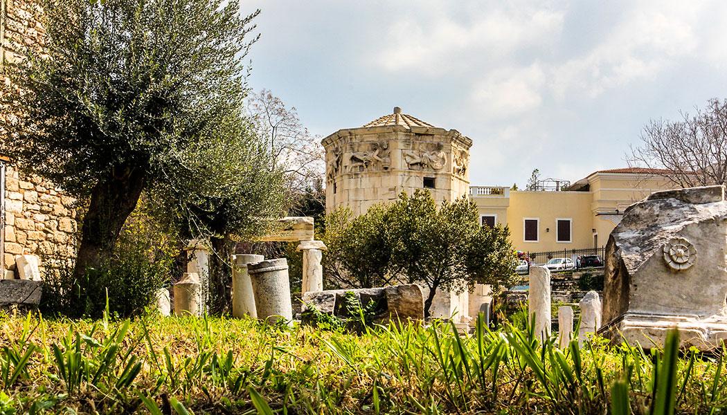 Kaiser Augustus ließ das Forum als neues kommerzielles Zentrum von Athen anlegen. Das bekannteste Denkmal ist der Turm der Winde, der als Uhr und Wetterwarte fungierte.