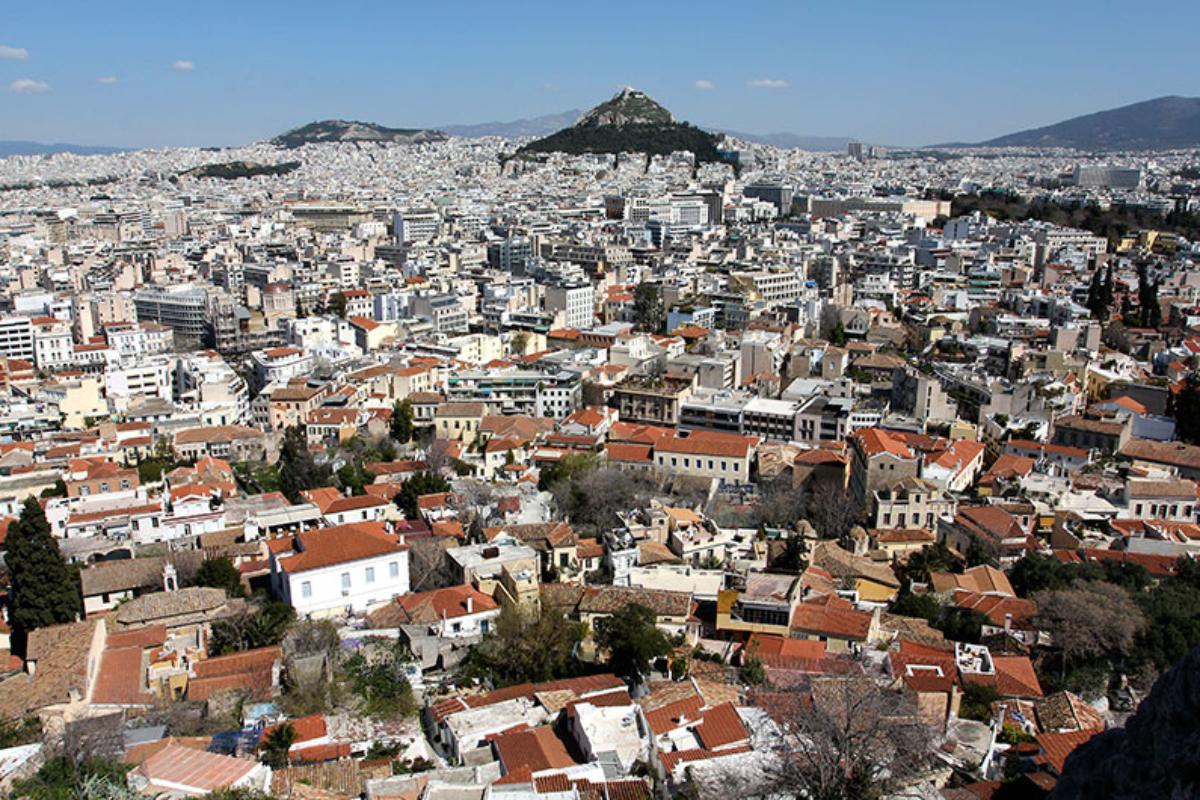 Eine wahrlich göttliche Aussicht auf die Plaka und den Kegel des Lykavittos-Hügels.
