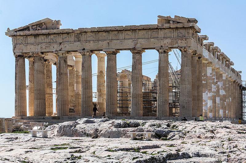 Der prachtvollste aller Tempel - Der Parthenon. In ihm stand die Statue der Stadtgöttin Athena, sie war zwölf Meter hoch und aus Gold und Elfenbein gefertigt. Teile der berühmten Friese sind heute im Neuen Akropolis-Museum ausgestellt.