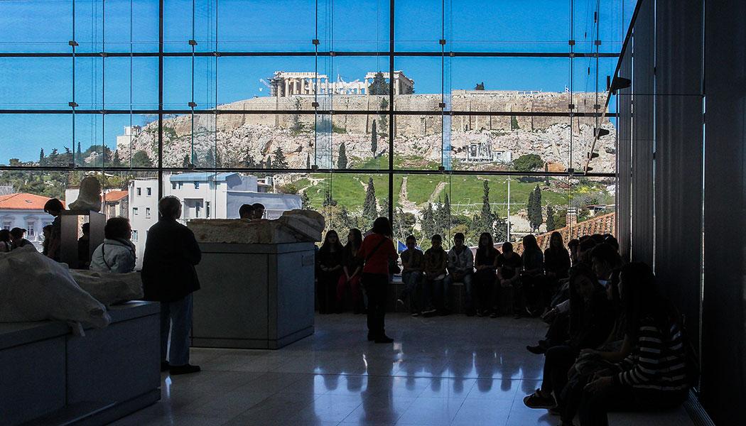 Neues Akropolis Museum Athen Griechenland - Sensationelle Lage: Das neue Akropolis-Museum von Athen wurde im Jahr 2009 eröffnet und verwahrt ausschließlich Fundstücke vom Akropolisfelsen. Alleine das Museum ist die Reise nach Athen wert.