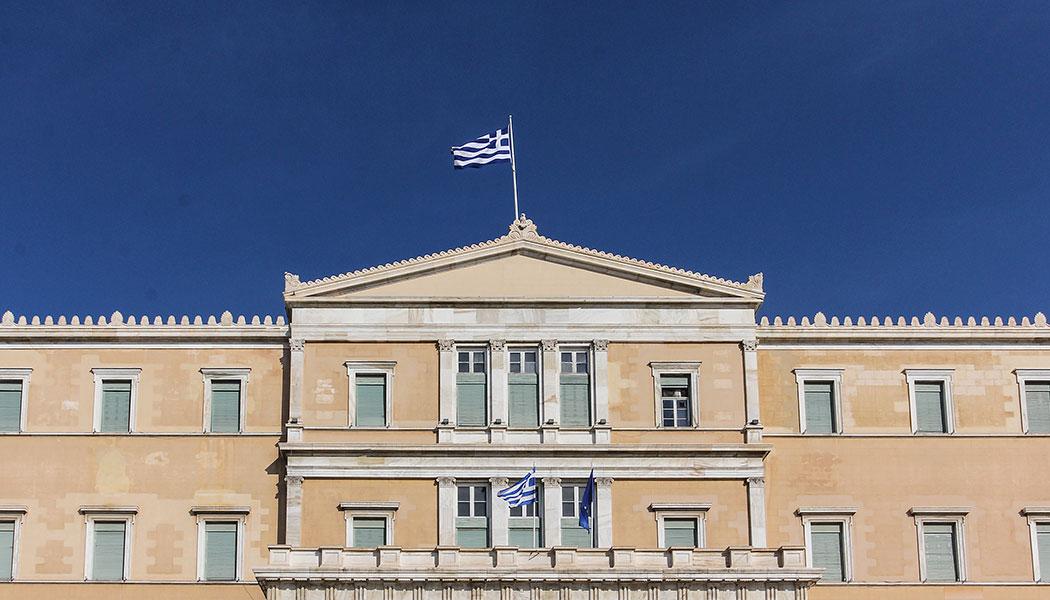 Die Hauptattraktion am Syntagma-Platz ist das Parlamentsgebäude der griechischen Regierung.