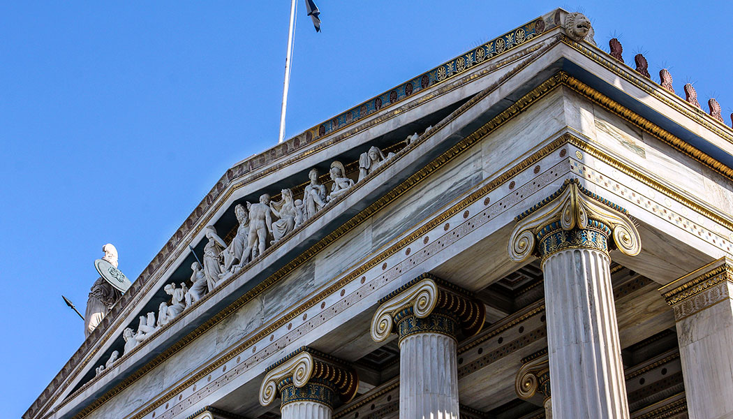 Die Akademie ist das prächtigste aller neoklassizistischen Gebäude, die in Athen während dem 19. Jahrhundert gebaut wurden. Sein Design wurde von dem antiken Erechtheion auf der Akropolis inspiriert.