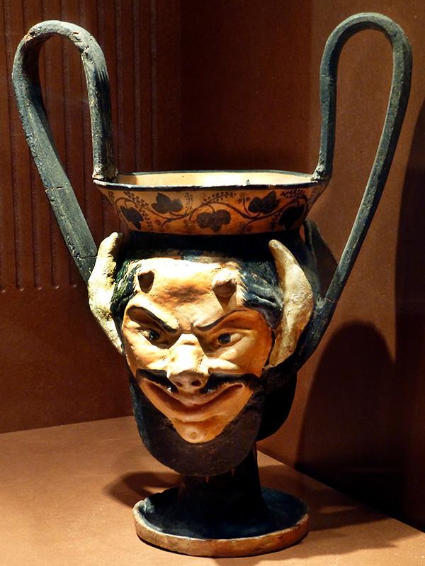 Trinkgefäß mit Satyrkopf, 600 v. Chr., aus Cortona.