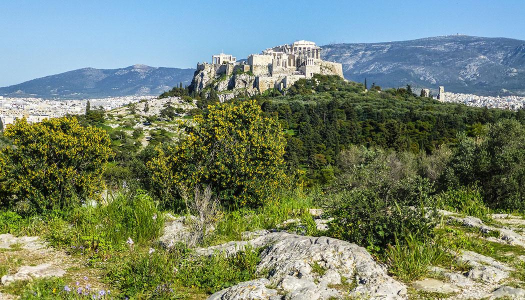 Die klassischen Tempel auf dem heiligen Felsen der Akropolis wurden im fünften Jahrhunderts v. Chr. erbaut und sind das Wahrzeichen der Athener Demokraie.