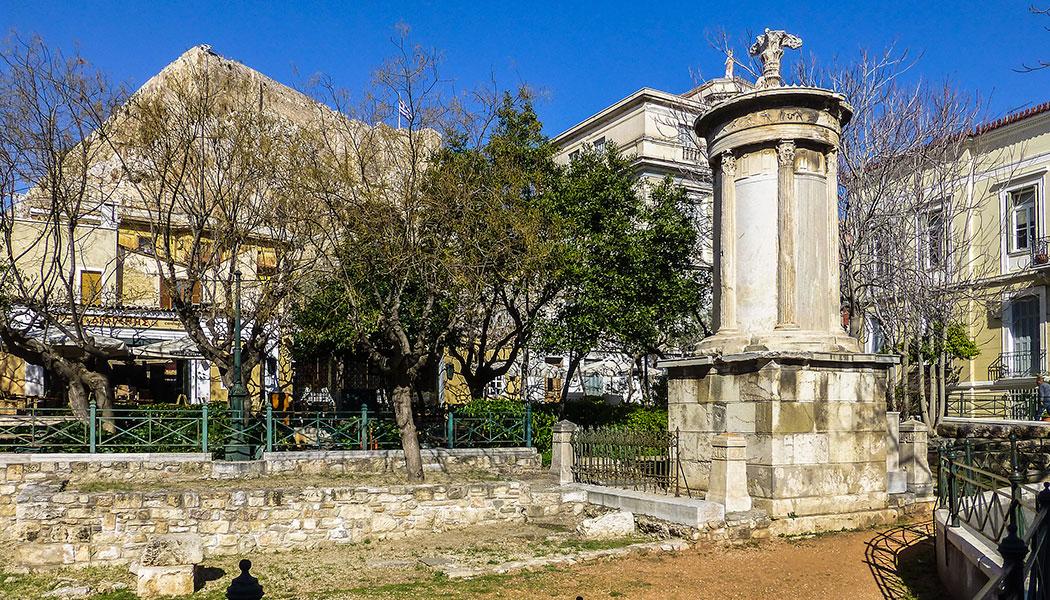 Einer der hübschesten Plätze Athens ist der Lysikratesplatz mit seinem antiken Denkmal.