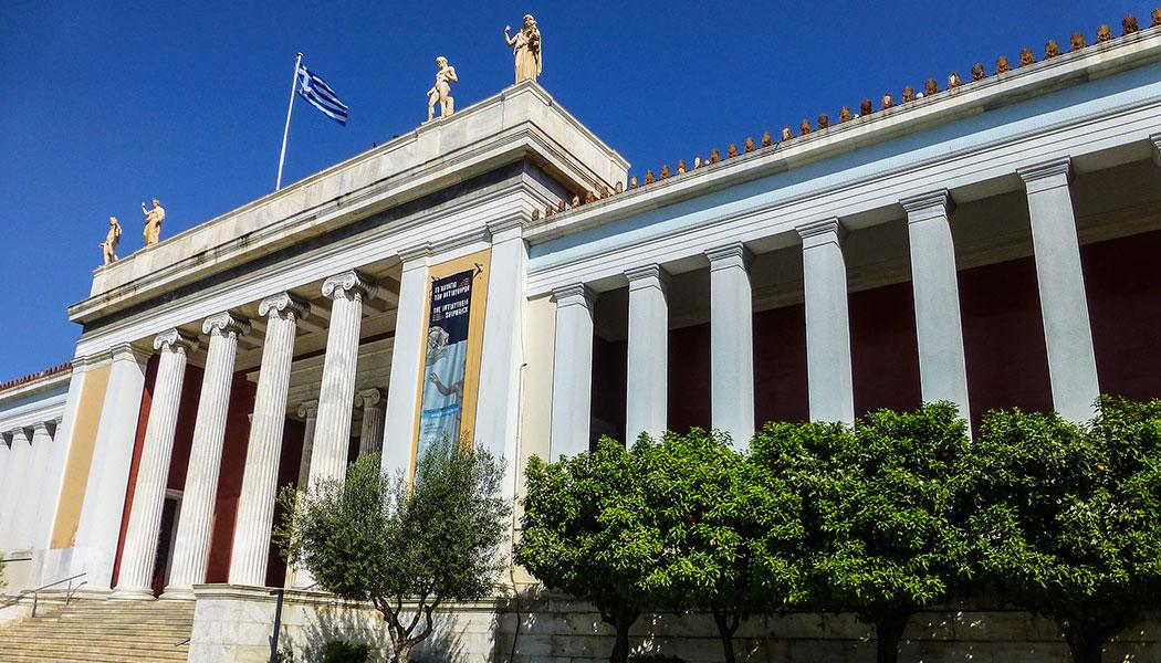 Das archäologische Nationalmuseum ist das größte und bedeutendste Museum in ganz Griechenland. Es verfügt über eine außergewöhnliche Sammlung von Artefakten und Kunstwerken aus der Jungsteinzeit bis zur römische Zeit.