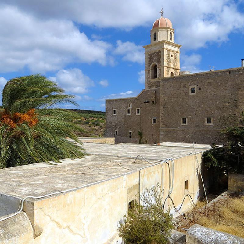 Das Kloster Moni Toplou liegt etwa zwanzig Kilometer von Sitia entfernt. Es wurde im 14. Jahrhundert gegründet und ist für sein Ikonen-Museum berühmt.