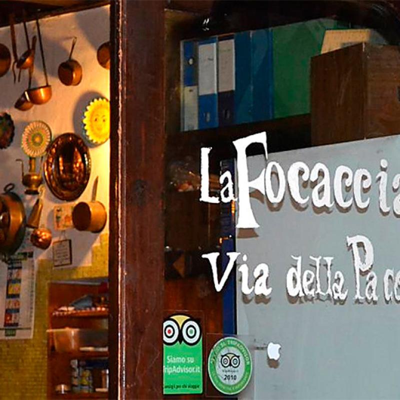 """Die Pizzeria """"La Focaccia"""" liegt in einer der Via del Pace, nahe der Piazza Navona im Stadtteil Parione."""