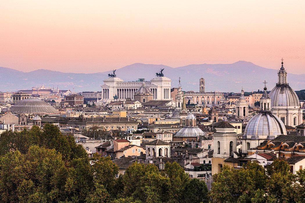 reise-zikaden.de, Monika Hoffmann, italy, rome, rom, staedtereise - Abendstimmung in Rom. Blick von der Engelsburg über das Marsfeld.