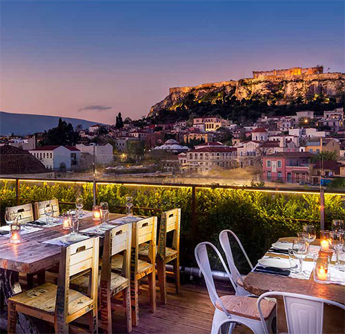 Die Dachterrassen-Bar 360 Degrees am Monastirakiplatz bietet eine phantastische Sicht auf die Akropolis von Athen.