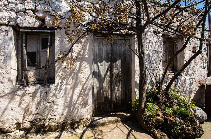 Ein verlassenes Dorfhaus in Sitanos. Die kretischen Bergdörfer kämpfen alle mit der Landflucht der jungen Generation.