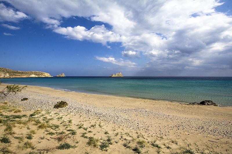 Der Sandstrand von Mazida Ammos ist der längste Strand in Xerokampos, mit 500 Metern Länge und etwa 20 Metern Breite.
