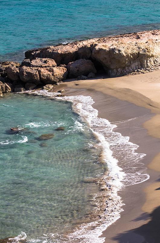 Der dritte kleine Sandstrand von Gerontolakkos.