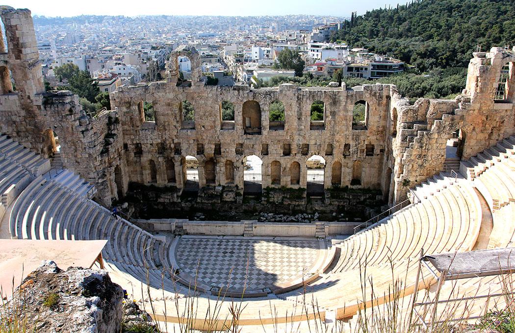 Das Odeon des Herodes Atticus (griechisch Ωδείο Ηρώδου του Αττικού oder Ηρώδειο) ist ein antikes Theater am Fuß des Akropolis-Felsens in Athen.