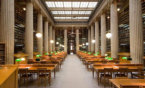 Der große Leesesaal in der Nationalbibliothek von Griechenland. Foto: www.archaeology.wiki