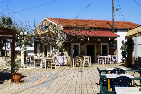 Das Kafenion an der hübschen Platia in Piskokefalo.