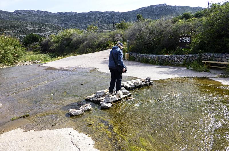 Am Einstieg in die Schlucht von Kato Zakros muss (zumindest im Frühjahr) der Fluss durchquert werden.
