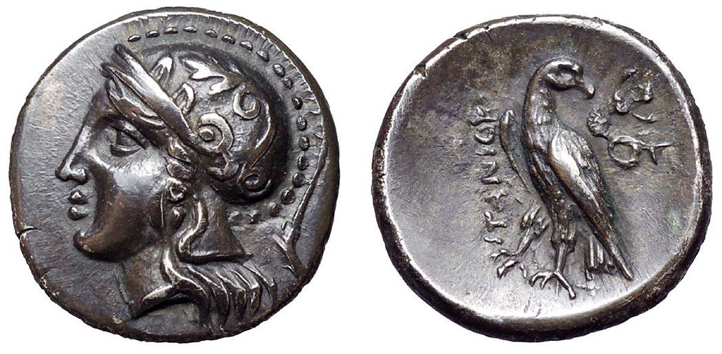 crete_itanos_coin_hemidrachma - Hemidrachme aus Itanos, Datierung etwa 320 bis 270 v. Chr. Die Silbermünze zeigt den Kopf der Göttin Athena mit attischem Helm. Dieser ist mit zwei Olivenblättern und einer Palme geschmückt. Auf der Rückseite ist ein Adler abgebildet, der den Kopf nach rechts dreht. Daneben eine Skylla (Meeresungeheuer).
