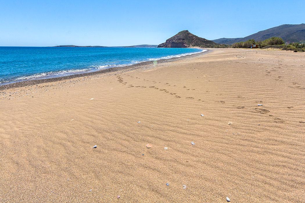reise-zikaden.de - Griechenland, Kreta, Osten, Sitia, Lasithi, Palekastro, Roussolakos, Kouremenos Beach, Strand, Tafelberg Kastri.