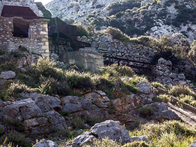 Welche Form von Bergbau am Rande von Kato Drys wohl betrieben wurde?