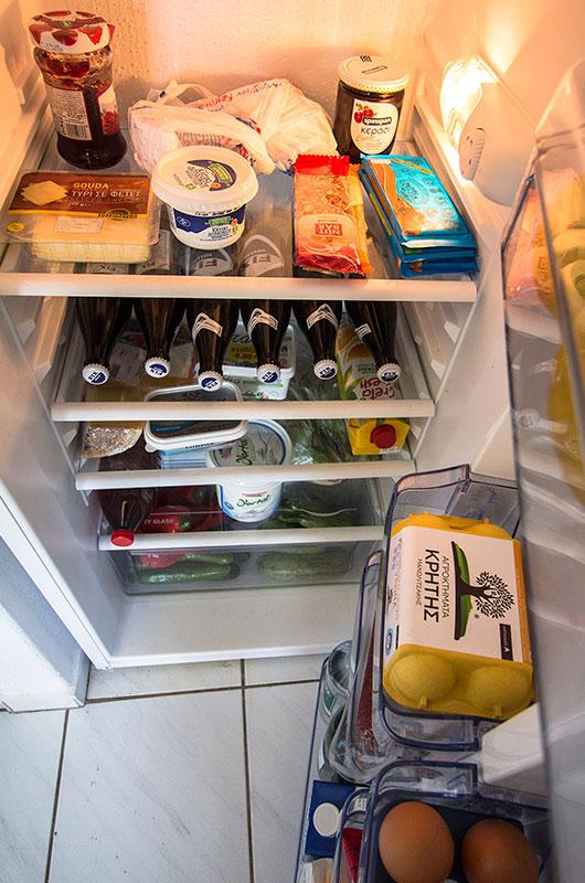 Glück ist: Ein voller Kühlschrank. Einkaufen konnten wir erst am Dienstag nach Ostern...