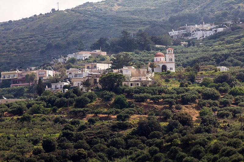 Das Dorf Stavromenos liegt sehr nahe an Kato Drys und ist das größte der Dorfgemeinschaft.