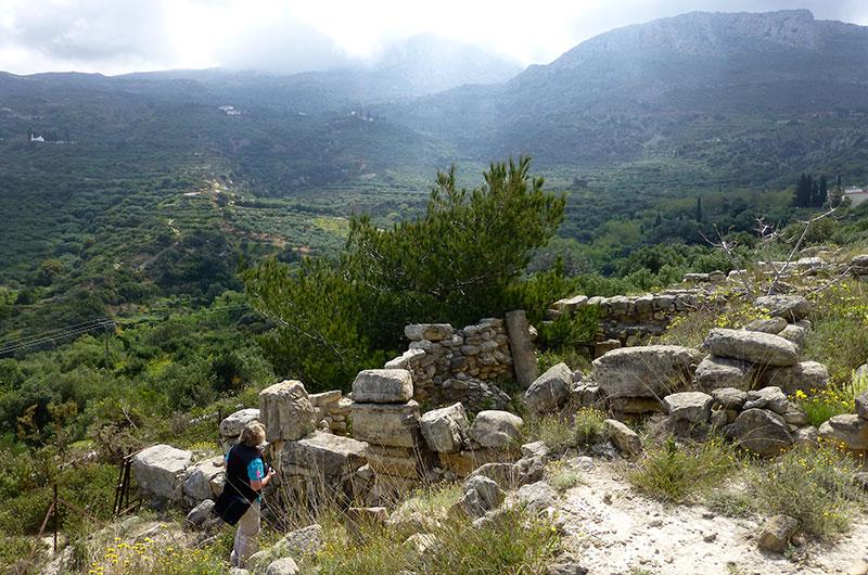 Blick von oben in das etwa 3500 Jahre alte Bauernhaus.