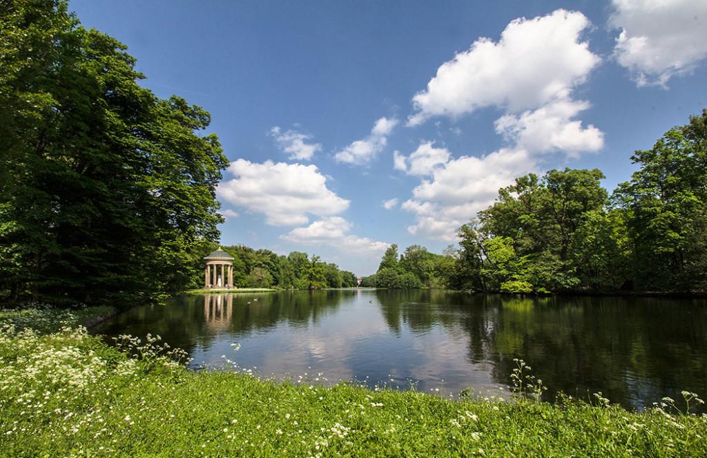Der Badenburger See mit Apollontempel ist einer der schönsten Plätze im Schlosspark Nymphenburg.