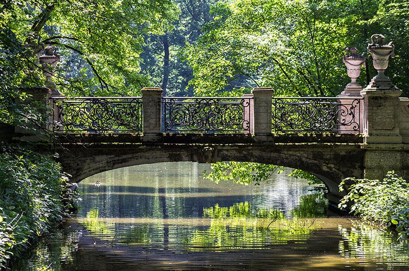 Romantische Brücke am Pagodenburger See.