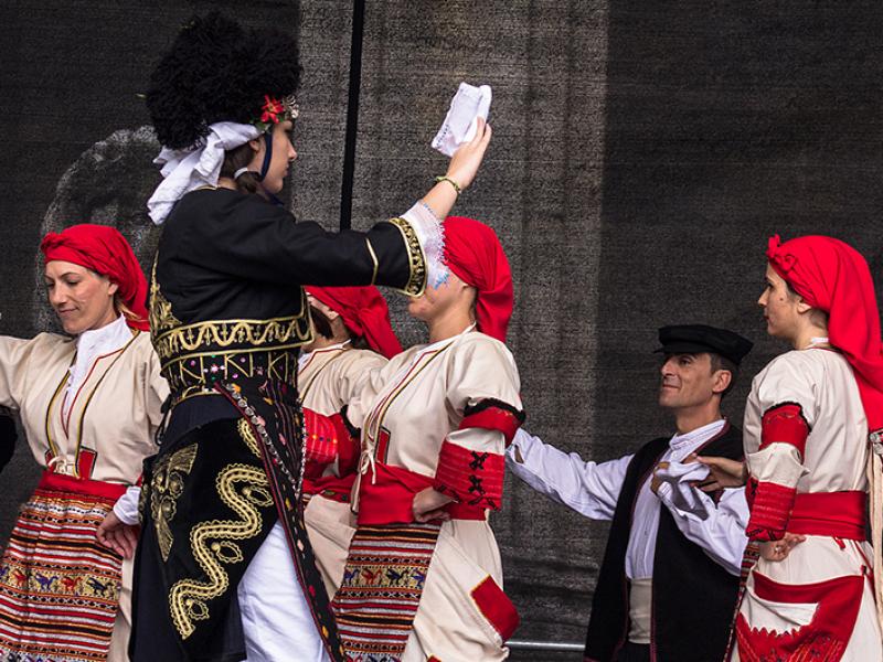 Die makedonische Musik hat komplexe Rhythmusfolgen.