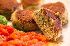 Italienische Auberginenbällchen mit Tomatensoße – Polpette di melanzane al sugo
