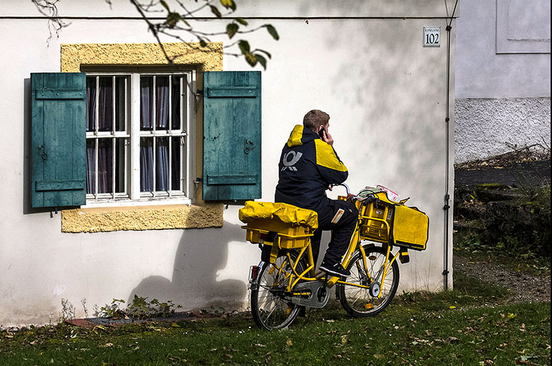 Morgens kommt der Postbote...