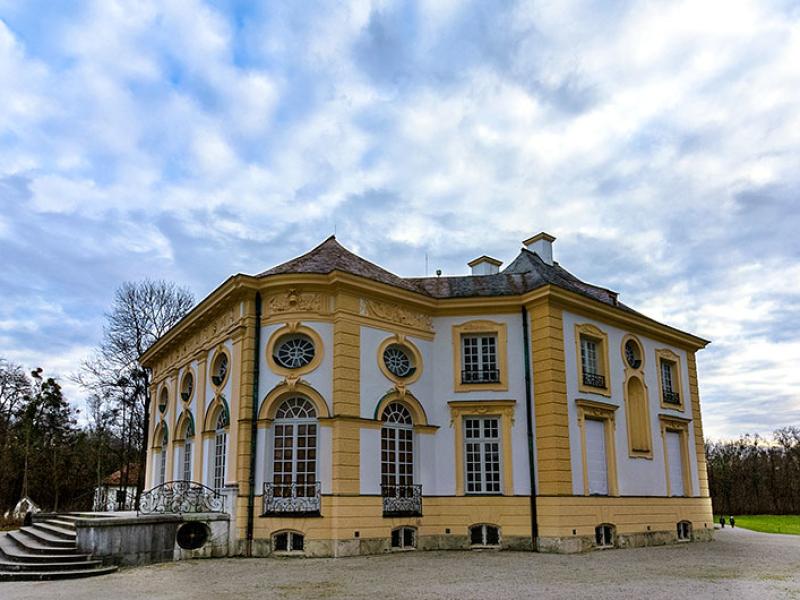Die Badenburg wurde ausschließlich zu dem Zweck erbaut ein komfortables Bad genießen zu können. Ein königlicher Luxus!