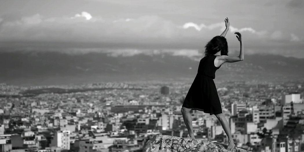 """Der Kurzfilm """"Moving Athens"""" wurde in den Straßenschluchten der Großstadt und auf den Hügeln um Athen gedreht."""