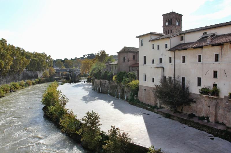 Die Tiberinsel diente Rom schon immer als natürliche Brücke und Übergang und war von zentraler Bedeutung für die Entwicklung der Stadt.
