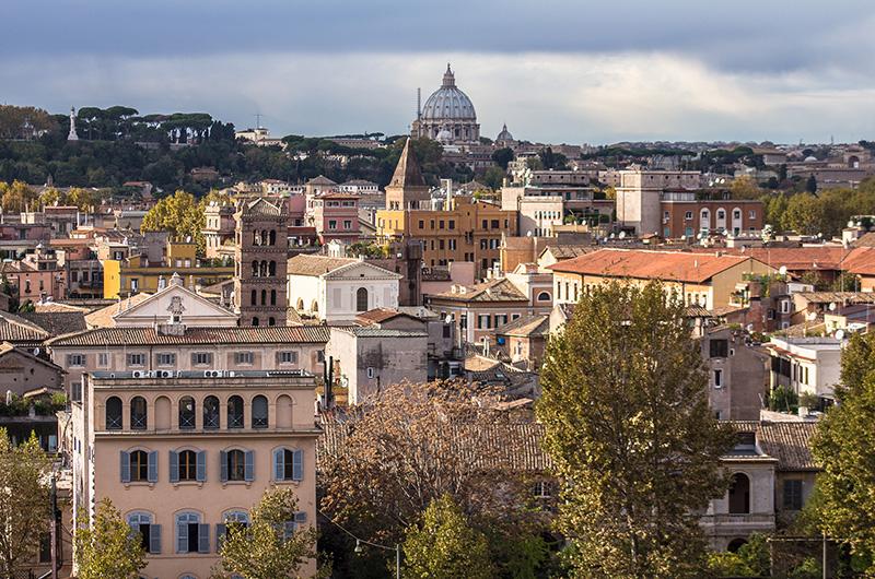 Die Kuppel des Petersdoms überragt alles andere...
