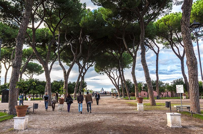 Entspannung auf dem Aventinhügel bietet der Giardino degli Aranci, ein Park mit zahlreichen Orangenbäumen.