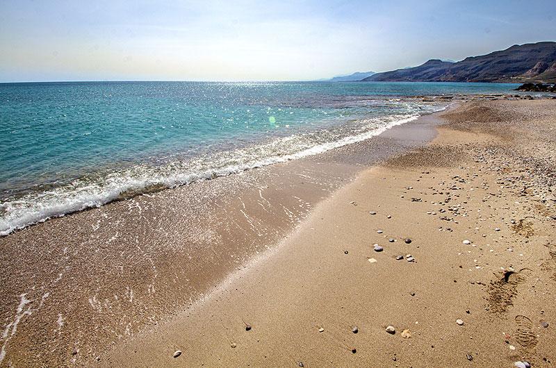 Der Sand-Kieselstrand von Goudouras - ein Prachtstück von einem Strand.
